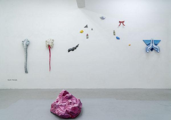「足下から空を蹴る」山田あゆみさんの作品