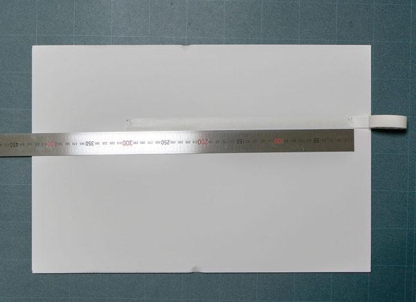 アクリル板とマスキングテープを用いた簡易フレームの額装手順1