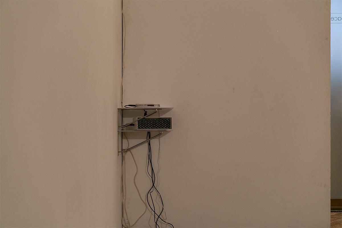 個展「症状の肖像」の音響機器